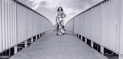 'La Reina' sobre la A6   La Reina del low cost   Lourdes Moreno   Vagamundos